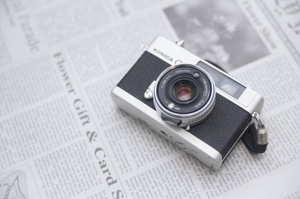 英字新聞とカメラ